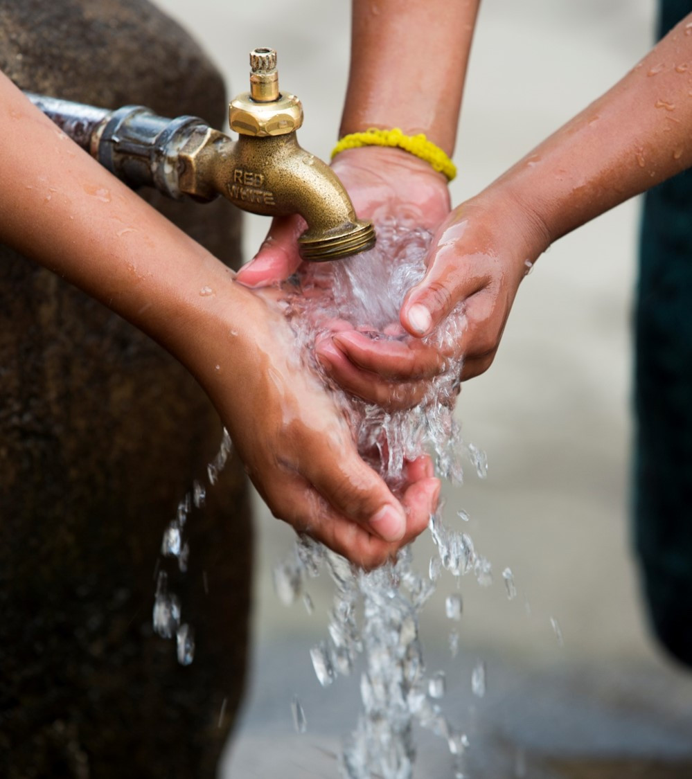 boys washing hands in Honduras