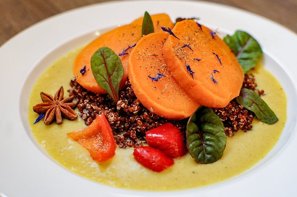 Sweet potato curry with coconut and red quinoa - 320gr.