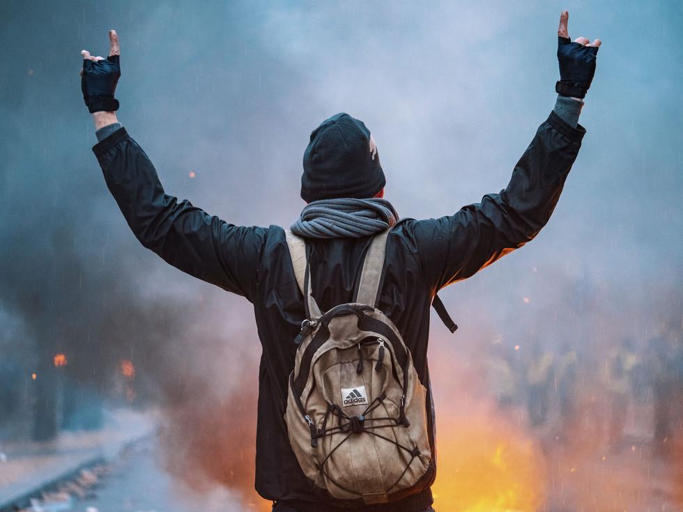 Avenue Kleber - militant pacifiste.jpg