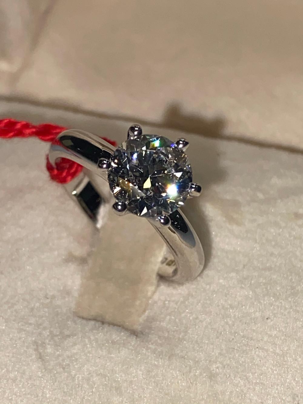anelli d'oro anello d'oro anelli con diamanti anello con diamante anelli d'oro bianco anello d'oro bianco anello anelli anello d'oro giallo anelli d'oro giallo anelli con pietre anello con pietre anelli d'oro uomo anello d'oro uomo anelli con solitario anello con solitario anelli personalizzati anello personalizzato gioielli per sposa gioiello per sposa gioielli fatti a mano gioiello fatto a mano anello semplice anelli semplici anelli artigianali anello artigianale laboratorio orafo Frigerio