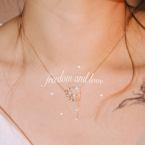 The Butterfly's Love of Flower Gold Necklace