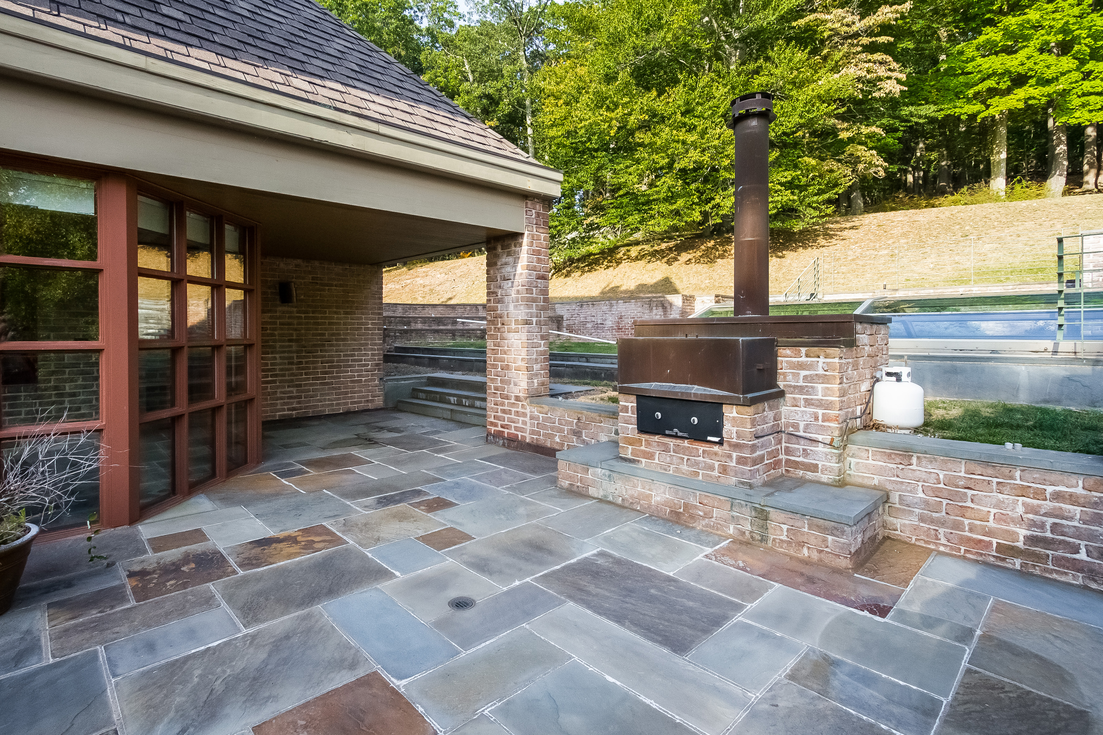 070-Patio-4840794-large