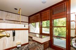 039-Bathroom-4840833-large