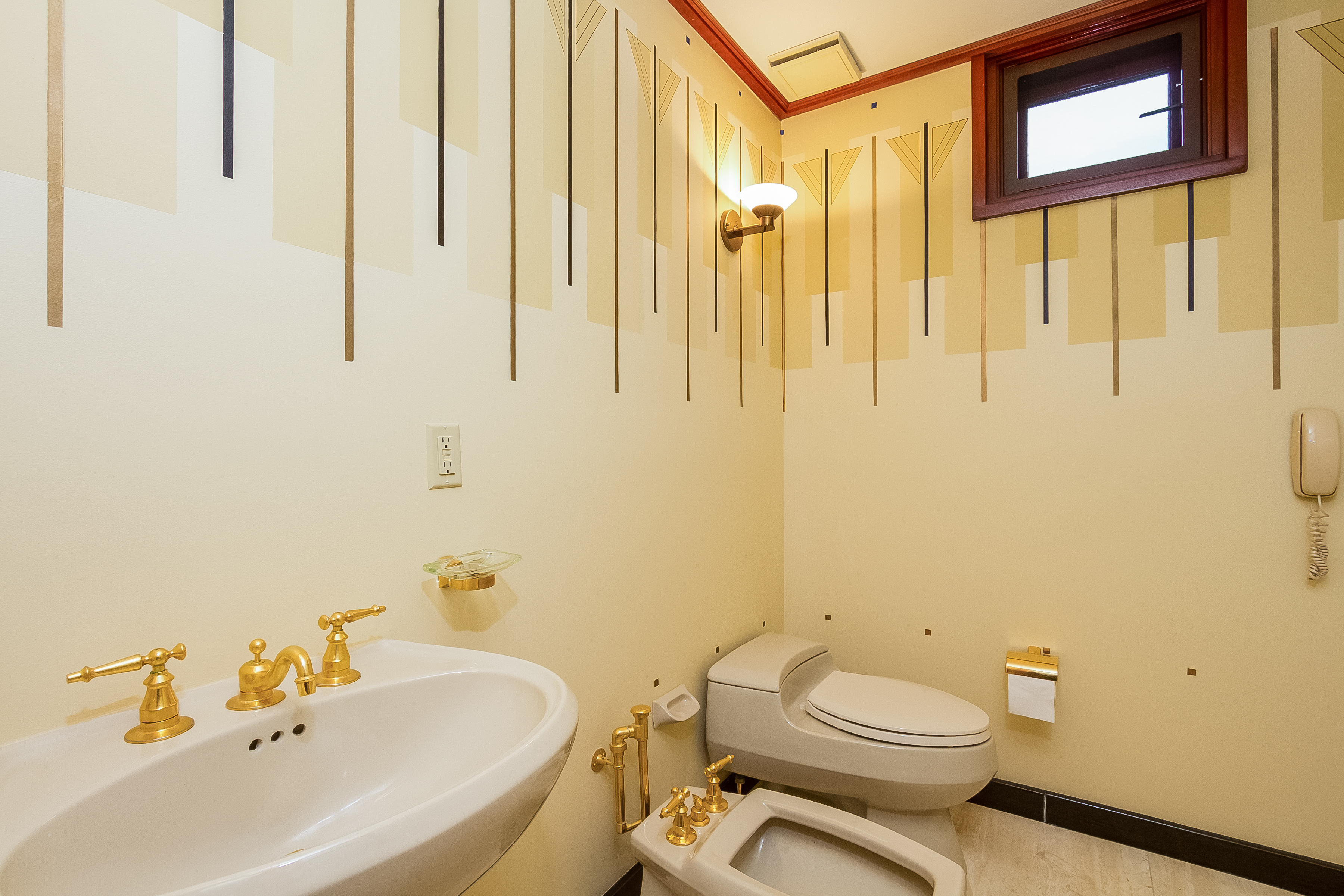 042-Master_Bathroom-4840822-large
