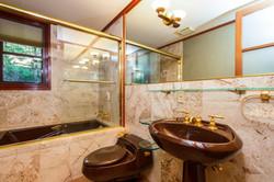 027-Bathroom-4840819-large