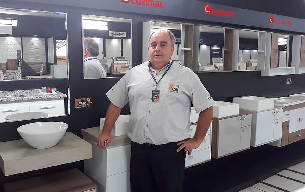 José Eduardo, gerente da Casa Ferro, da cidade de Dois Córregos-SP