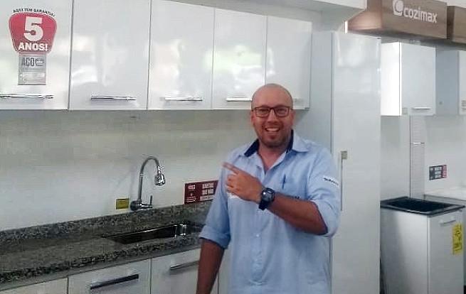 Marcos Campos, vendedor da loja Blocasa Materiais para Construção, da cidade de Tatuí-SP