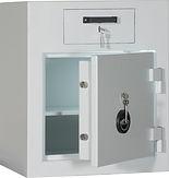 Deposittresore in verschiedenen Sicherheitsklassen gem. EN 113-1 in den VdS-Klassen 1,2. Höhere Schutzklassn sind für Deposittresore auf Anfrage möglich. Alle Deposittresore sind mit Schlüssel- oder elektronsichem Schloss verfügbar.