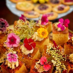 minicakeswithedibleflowers