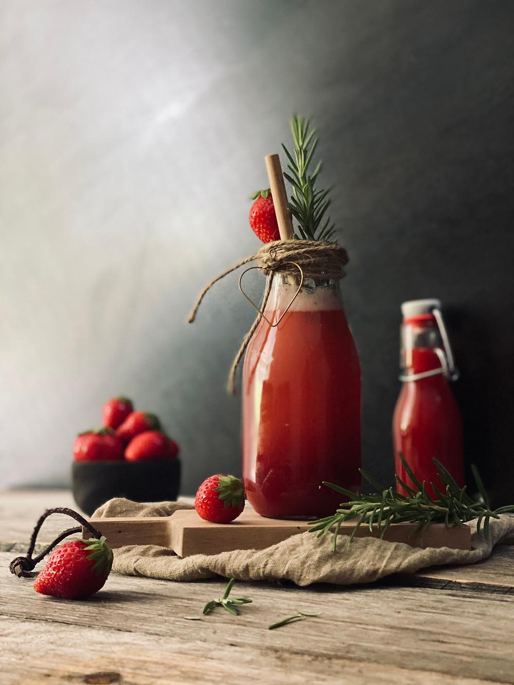 Erdbeer-Rosmarin-Sirup - vrenalikocht