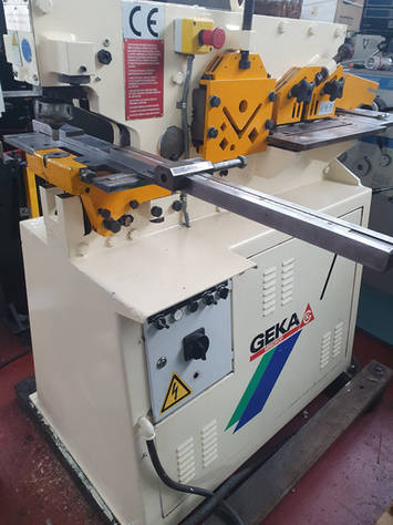 Multifunkční děrovací stroj Geka Minicrop
