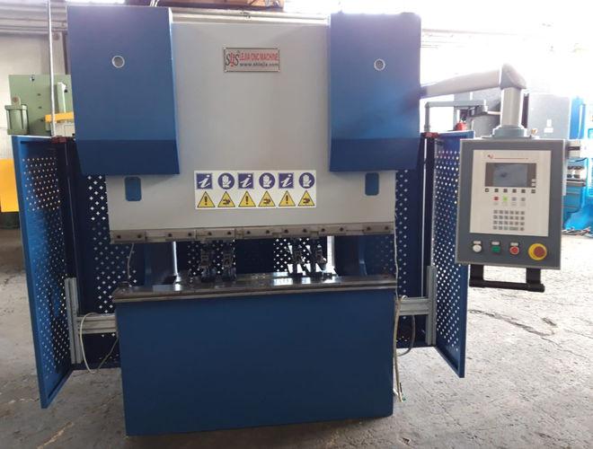 piegatrice idraulica 15000 mm x 40 ton .