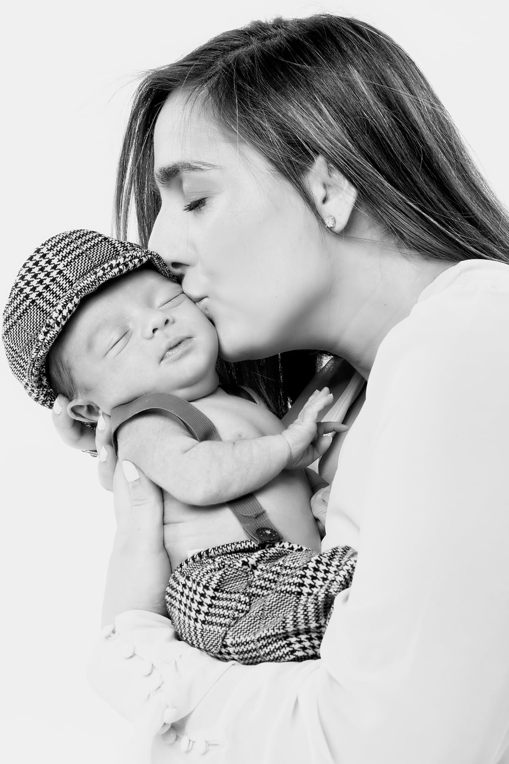 A beautiful memory between you and your baby that will last a lifetime! Our modern and comfortable studio located in Manhattan, NYC will cater to all your photoshoot needs! Keep those cherishable moments forever with the help of our highly experienced photographer and the team at Tals Studio.  Give us a call at (646)-300-2216  or visit our website at  https://www.talsstudio.com/newborn Newborn photoshoot just $249