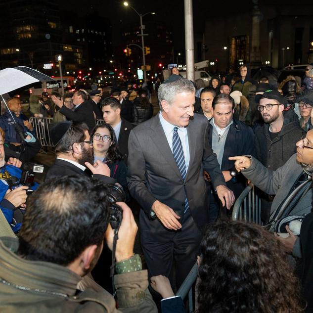 Mayor Bill de Blasio greets Jewish people during largest menorah lighting