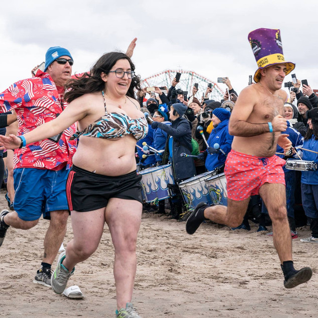 People brave freezing Atlantic