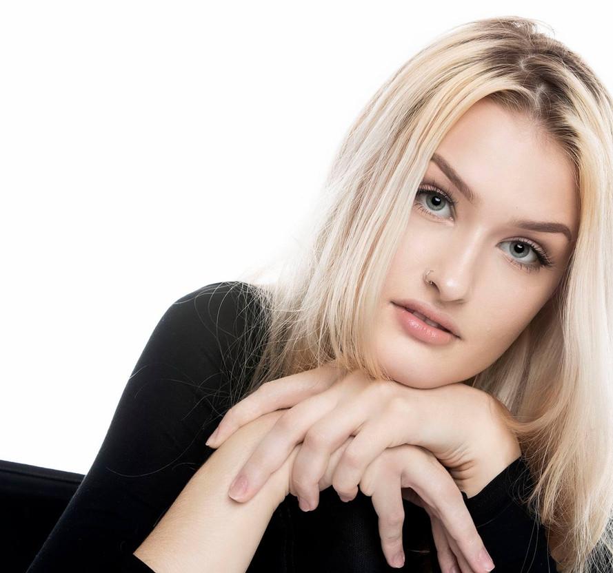 Model- Angelika Ratuszynska tals studio