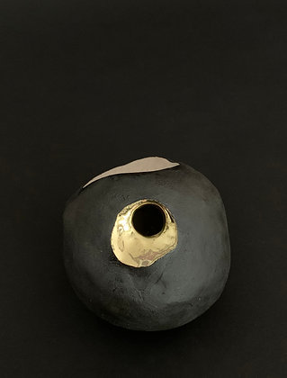 Organic vase with gold-RWH17