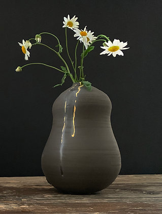 Black clay vase with gold (Large)