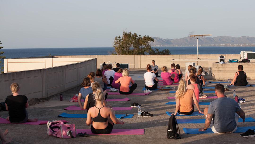 Sunrise og sunset Yoga