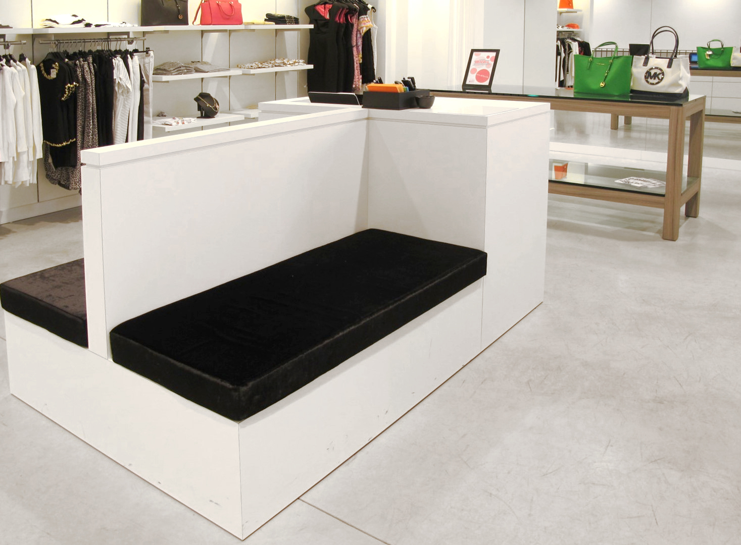 9 - Zit - PC - meubel B