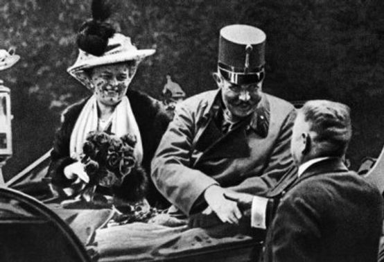 archduke-franz-ferdinand-with-wife.jpg