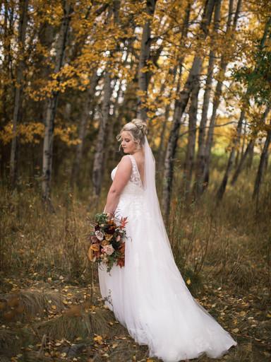 Stunning Fall Bridal Inspiration Near Glacier National Park
