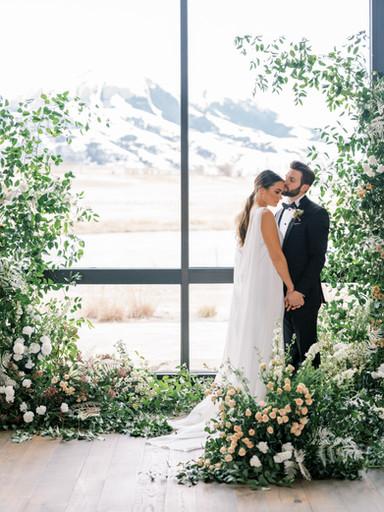 Modern Spring Wedding At Sage Lodge