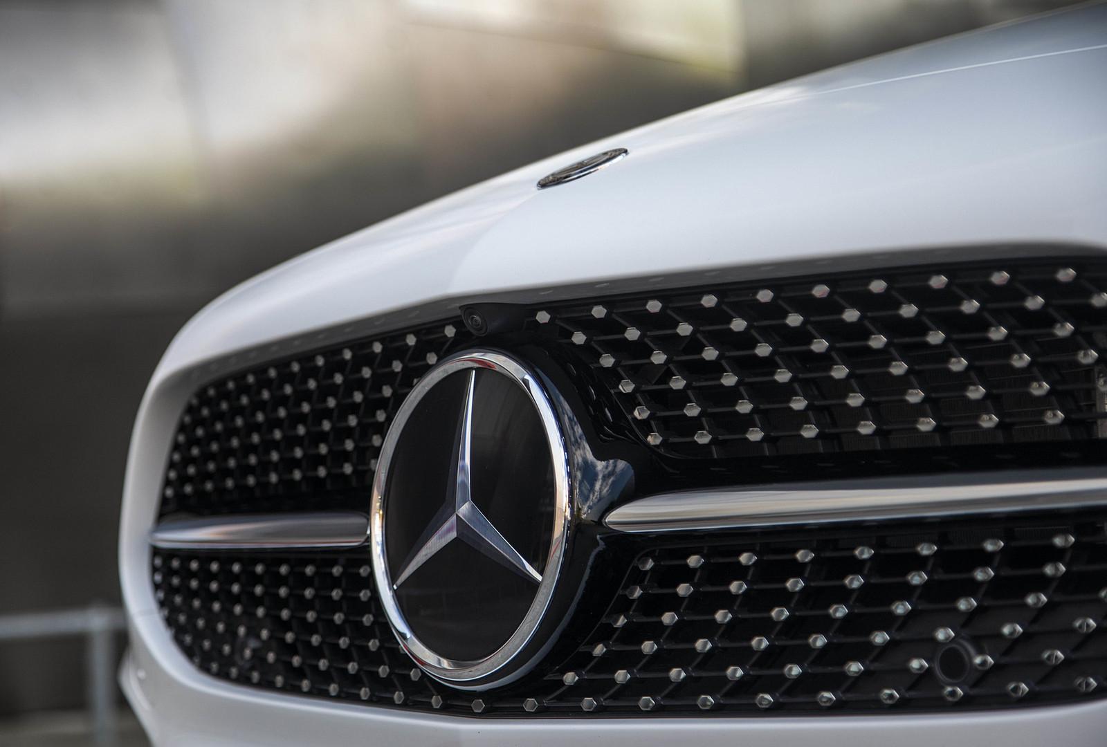Mercedes-Benz-Jakarta-A200-Sedan-2.jpg