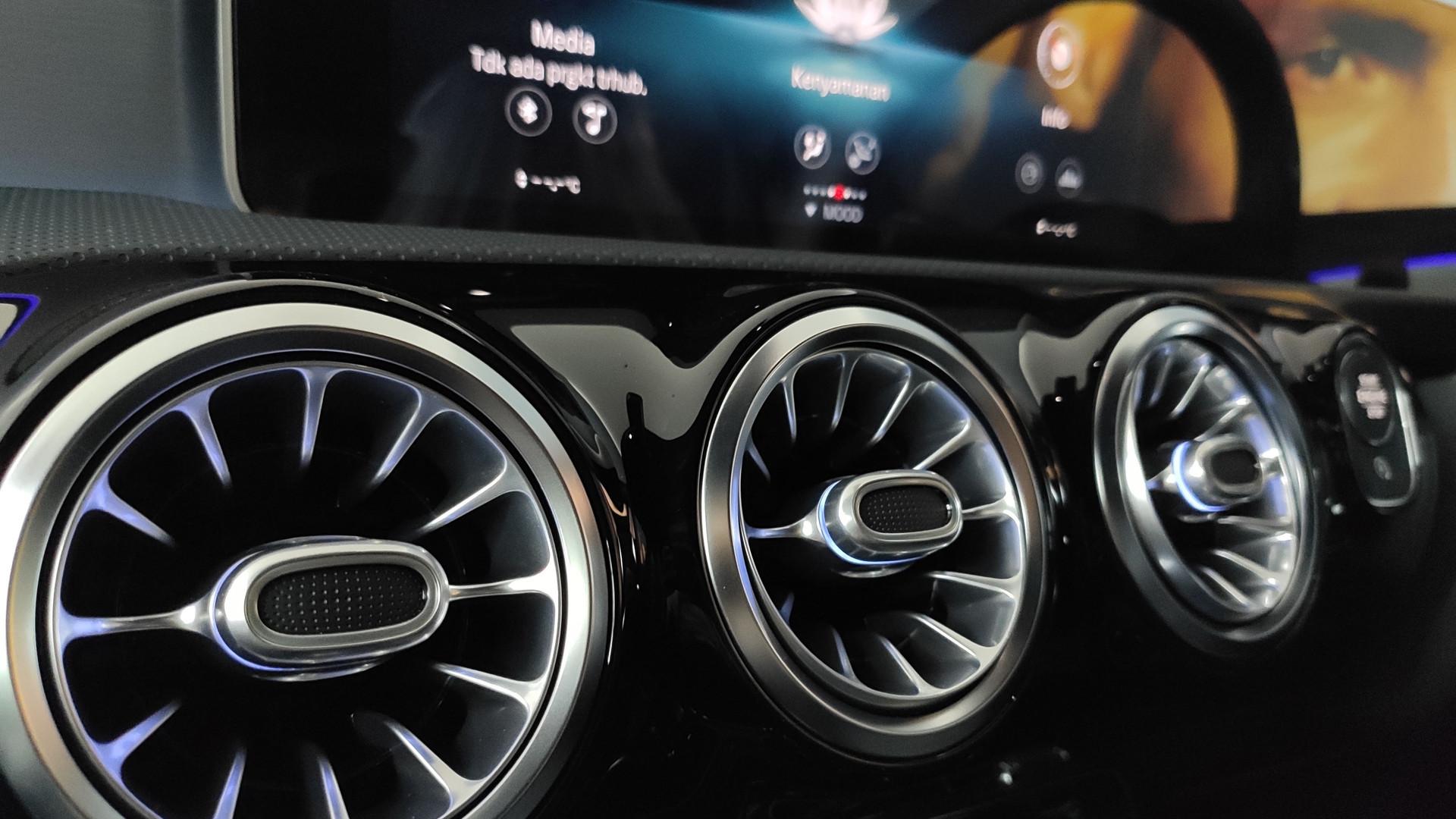Spesifikasi dan Harga Mercedes Benz All New CLA 200 AMG Line