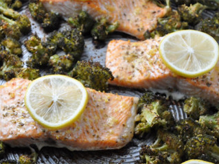 EASY ONE PAN GARLIC ROASTED SALMON AND BROCCOLI RECIPE