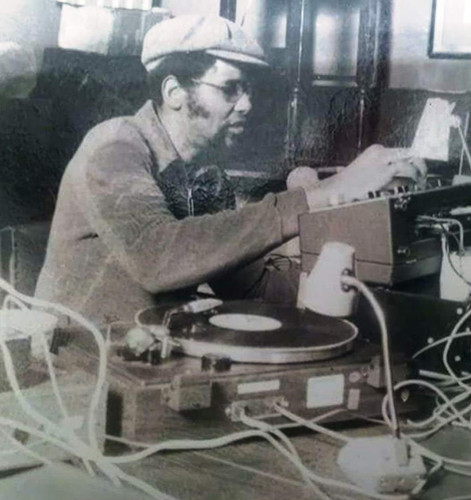 PETE DJ JONES ON THE DECKS.jpg