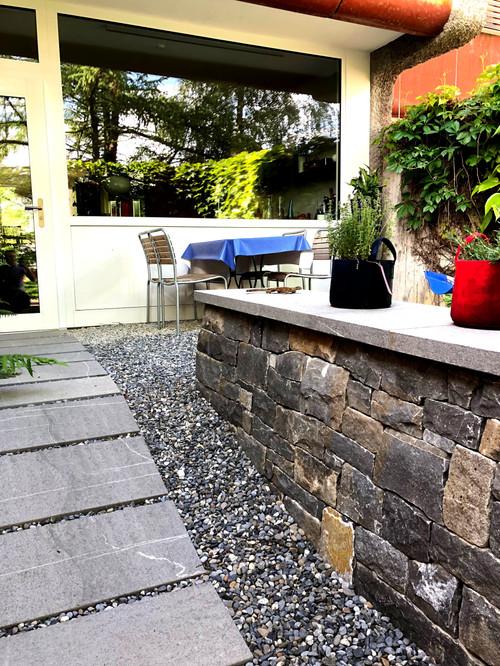 Trockensteinmauer mit Abdeckplatte.jpg