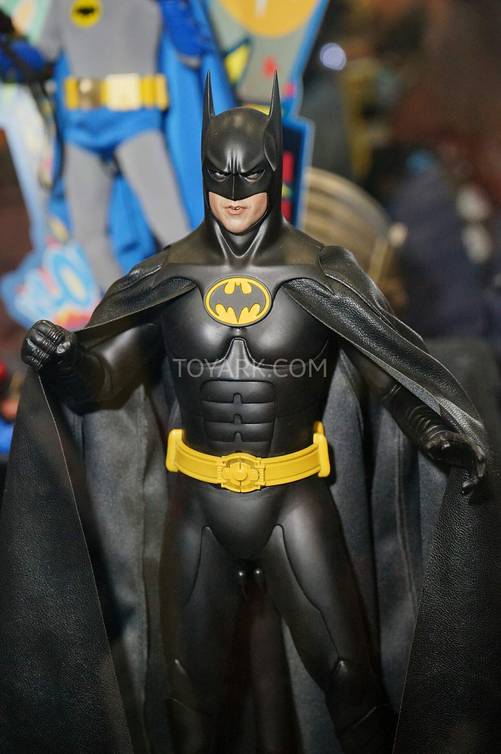 SDCC2015-Hot-Toys-Batman-Line-003.jpg