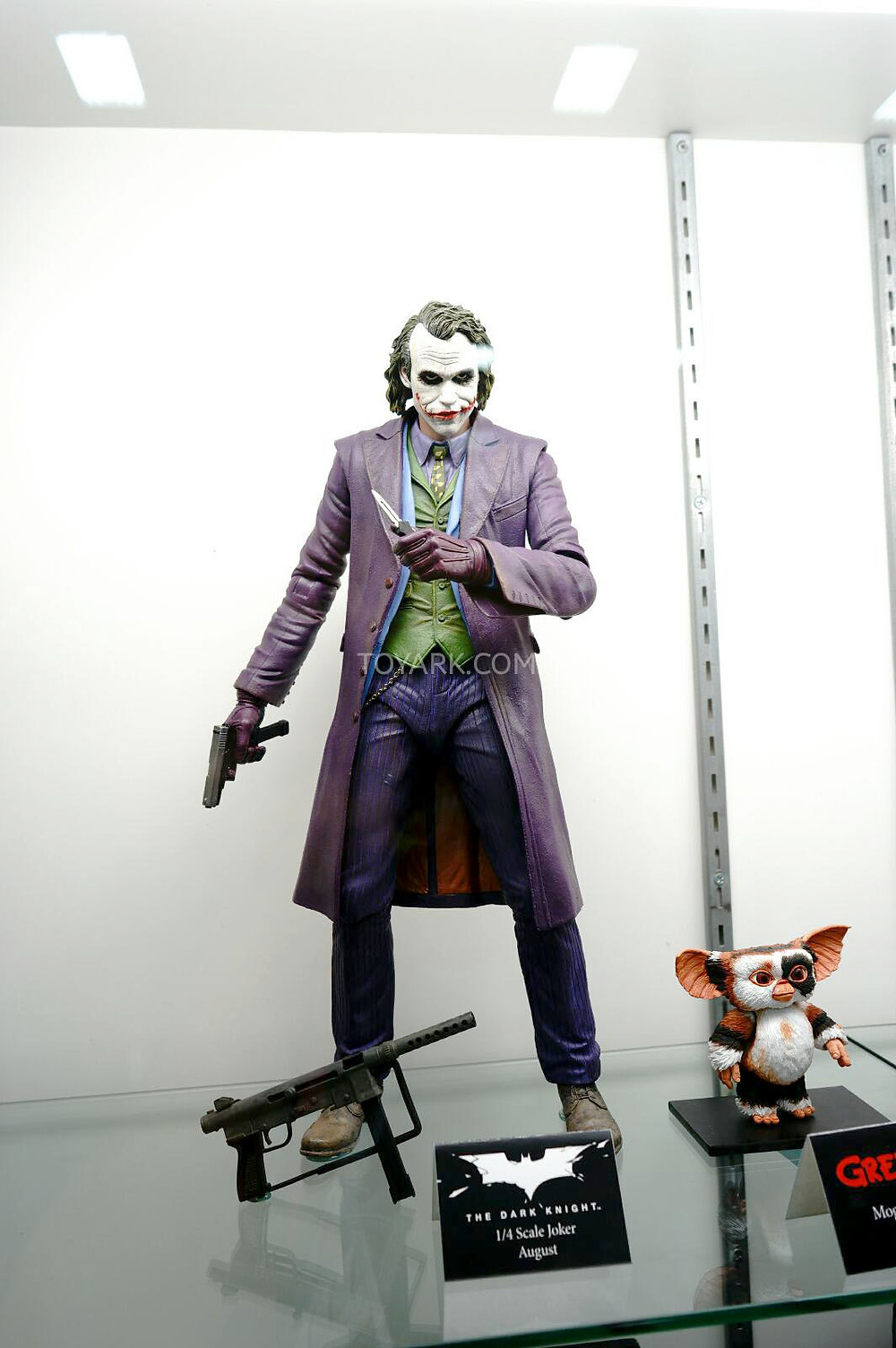 SDCC-2014-NECA-Quarter-Scale-Figures-004.jpg