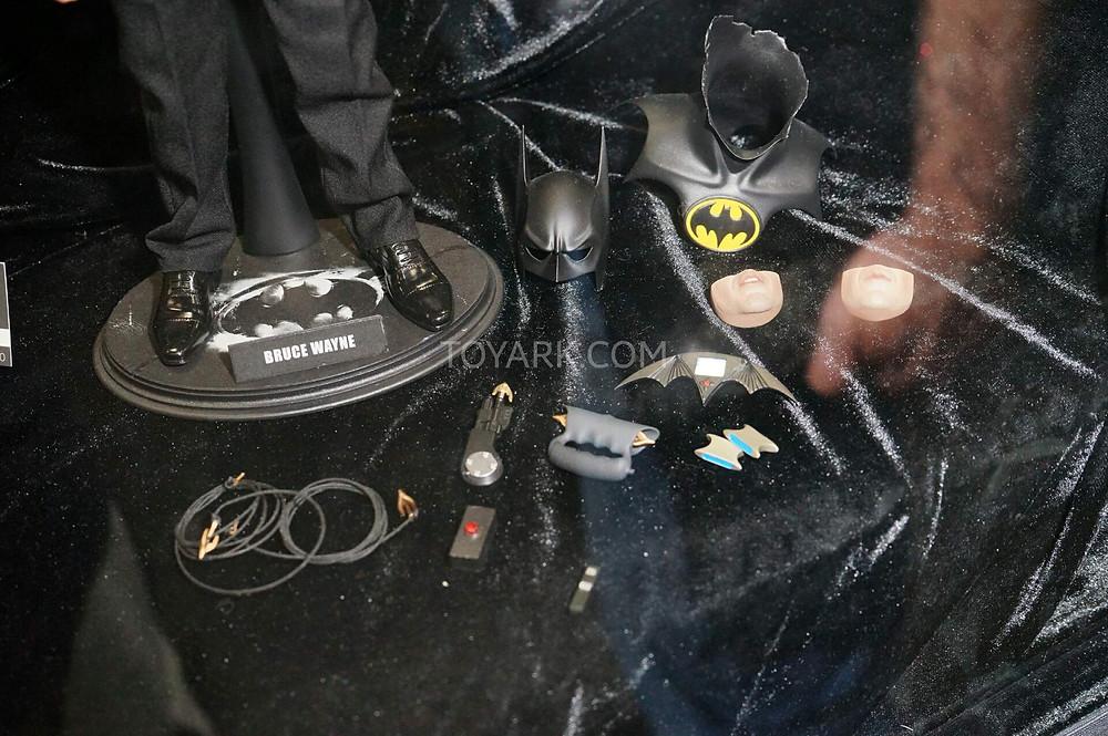 SDCC2015-Hot-Toys-Batman-Line-005.jpg