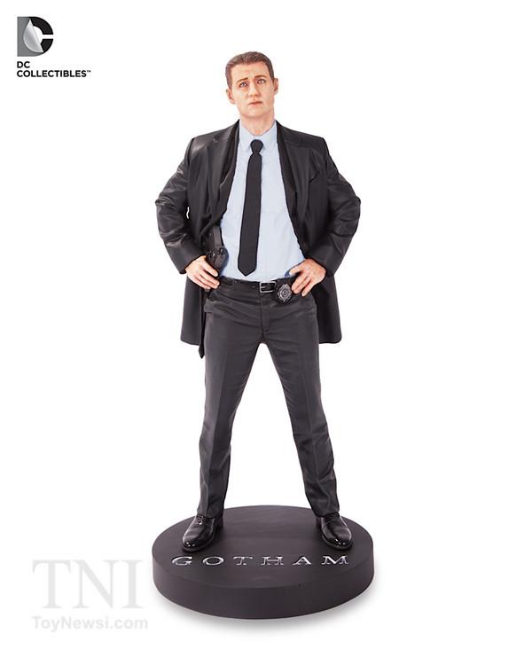 Gotham_TV_Gordon_Statue__scaled_600.jpg