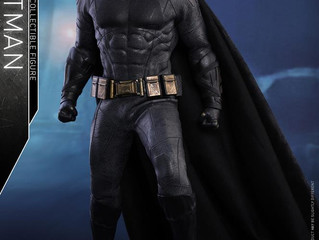 Hot Toys - Justice League - 1/6 Scale Batman Figure