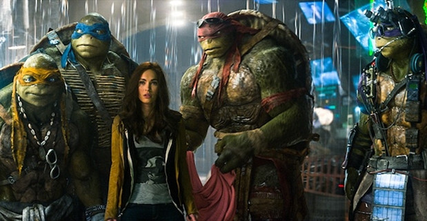 Megan-Fox-and-the-Ninja-Turtles-in-TMNT-2014.jpg
