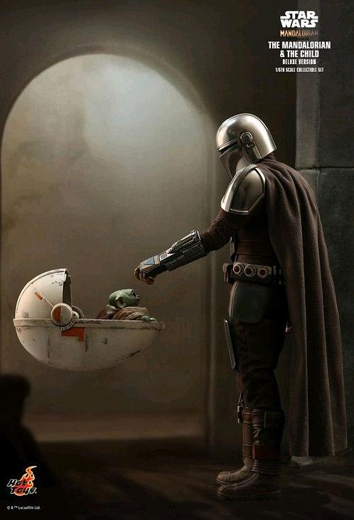 "Star Wars: The Mandalorian - Mandalorian & The Child Deluxe 1:6 Scale 12"" Figure"
