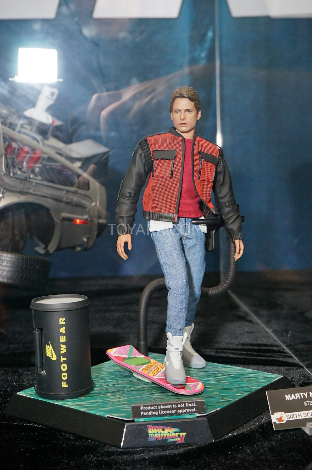 SDCC2015-Hot-Toys-Back-to-the-Future-002.jpg