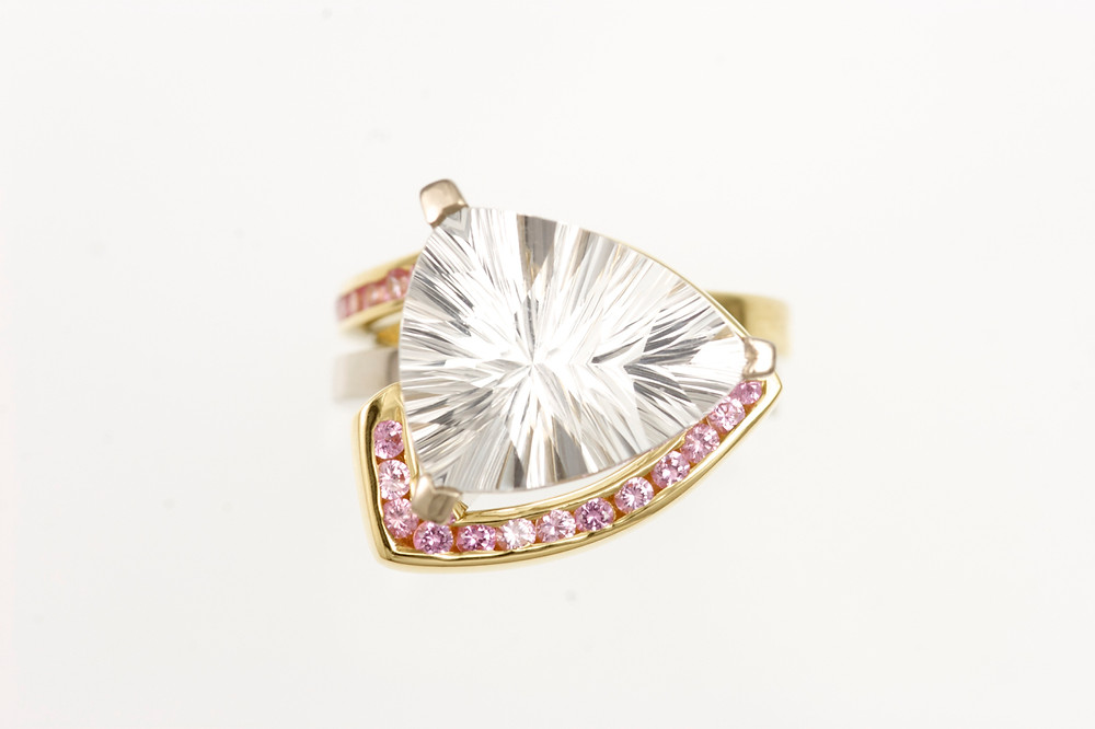 18kt yellow and white gold ring, clear topaz, pink sapphires, double ring.