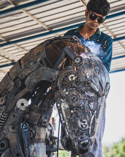 Making Horse head part metal art sculpture