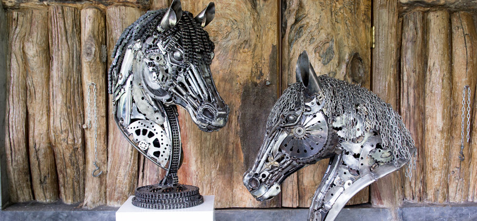 Horse head scrap metal artwork zoom 1