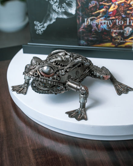 frog scrap metal sculpture by mari9art.j