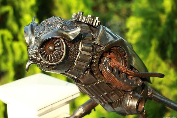 Owl steel art scrap metal weld, left zoom