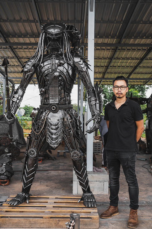 predator metal sculpture compare size