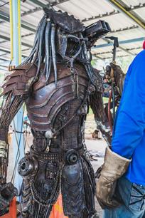 predator alien scrap metal sculpture_-7.jpg