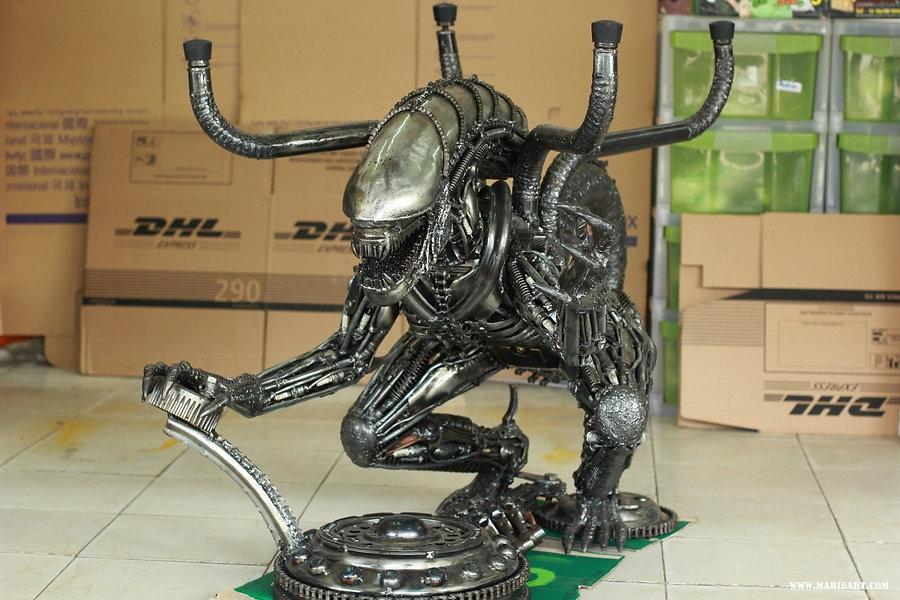 Cool Alien metal art sculpture