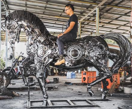 compare size scrap metal horses art sculpture