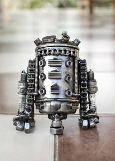 R2D2 small metal sculpture